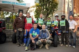 Efrem Morelli e lo staff del MC Bazzano al via della Night Ride 2014